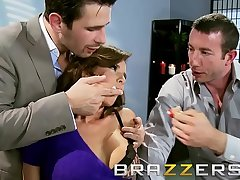 Deprecatory female parent in law (Veronica Avluv) gets shared by yoke cock - Brazzers