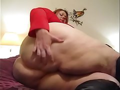 SSBBW SHOWING HER PUSSY
